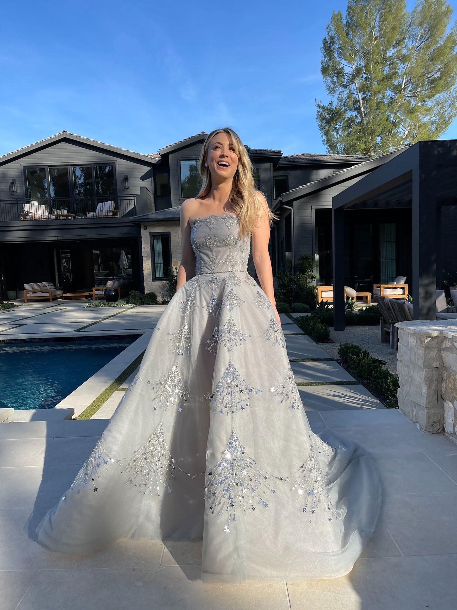Kaley Cuoco wearing an Oscar de la Renta dress