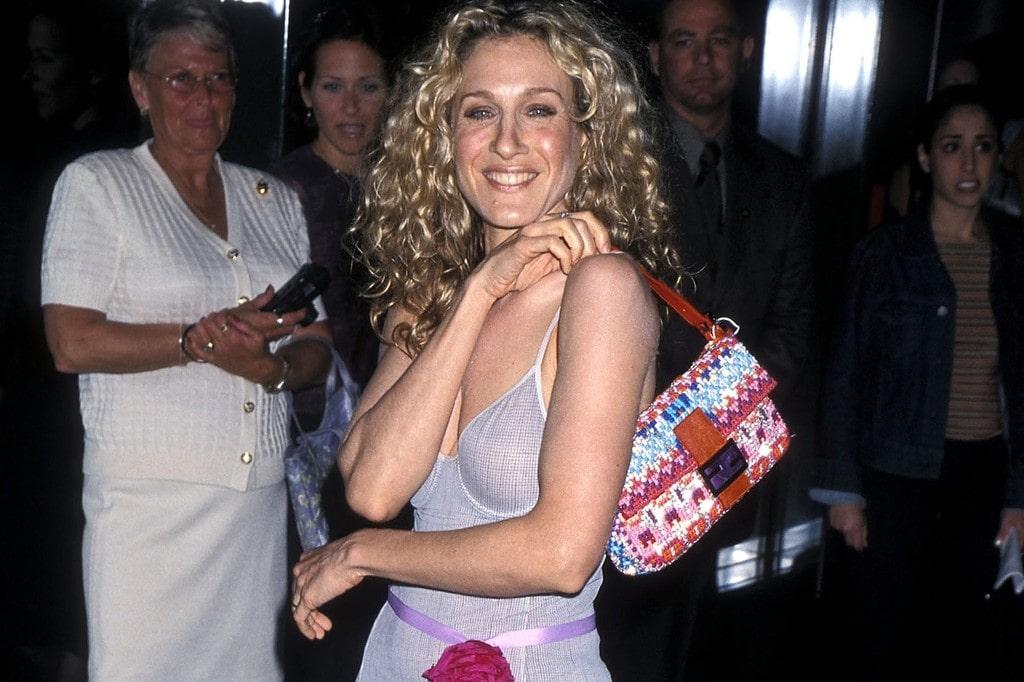 actress Sarah Jessica Parker wearing a tiny shoulder bag, early 2000s